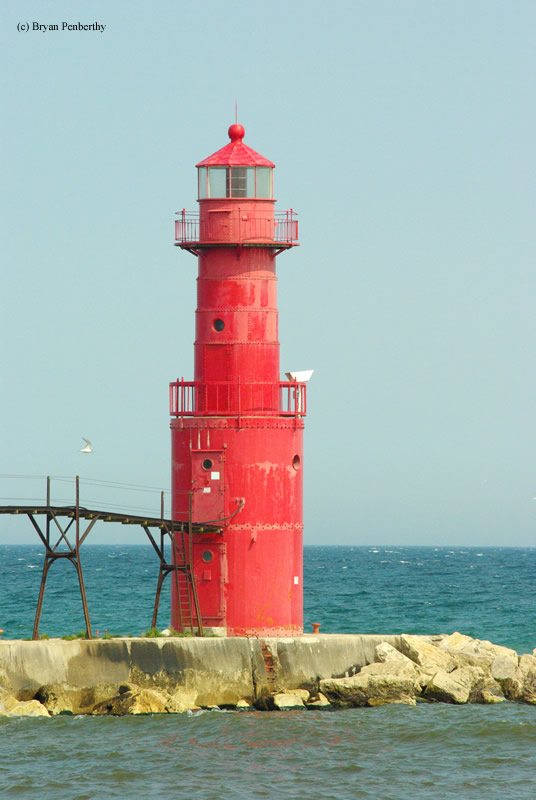 Photo of the Algoma North Pierhead Lighthouse.