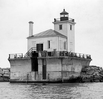 1934 Oswego West Pierhead Lighthouse (Courtesy U.S. CG)