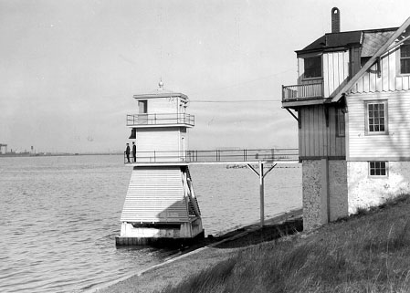U.S. Coast Guard Archive Photo of Tinicum Island Front Range Light