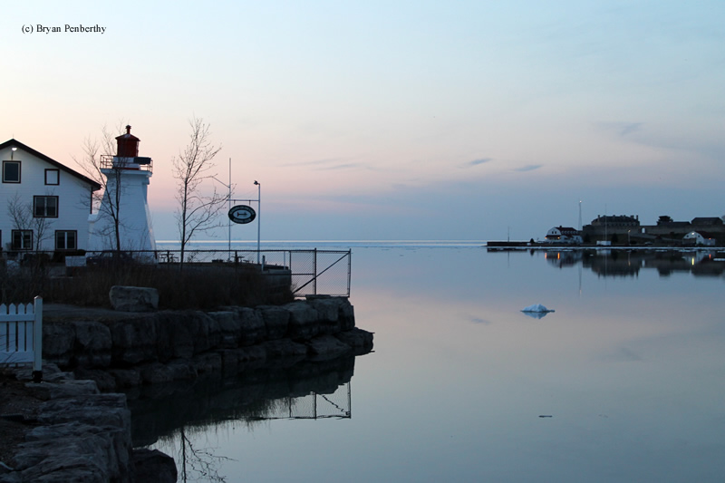 Photo of the Niagara River Front Range Lighthouse.