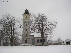 Great shot of the lighthouse in winter.